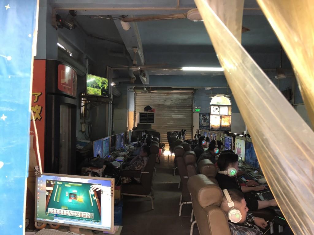 中国深セン 龍華新区のネットカフェ